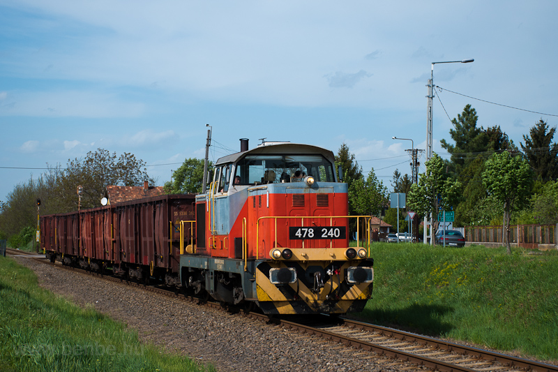 The MÁV-START 478 240 seen between Apc-Zagyvaszántó and Selyp photo