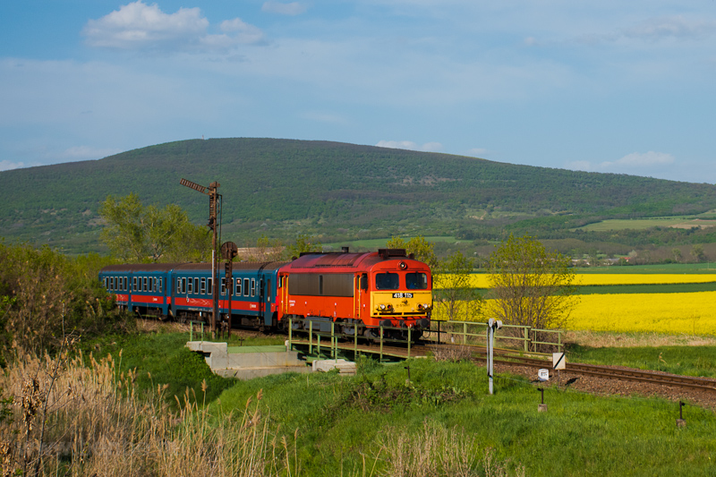 The MÁV-START 418 115 seen  photo