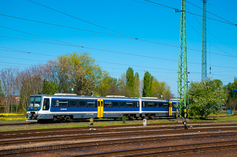 The MÁV-START 415 002 seen  picture