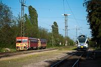 A MÁV-START 117 343 és a 415 083 Vácrátót állomáson