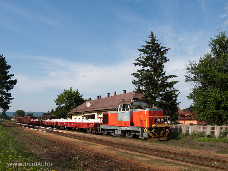 A 478 304-es Remot-Dcsia a bdvavlgyi tolats teherrel Szendr&#337; llomson fot