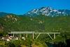 Talgo-vonat az úgynevezett Gazela-viadukton Jablanicánál