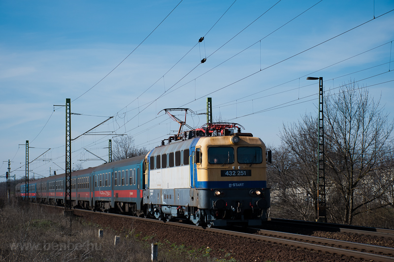 The MÁV-START 432 251 seen  photo