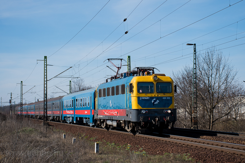 The MÁV-START 432 255 seen  photo