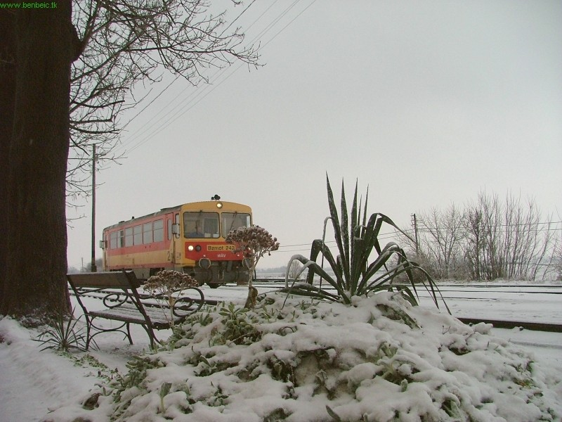 The Bzmot 242 at Nógrádszakál station photo