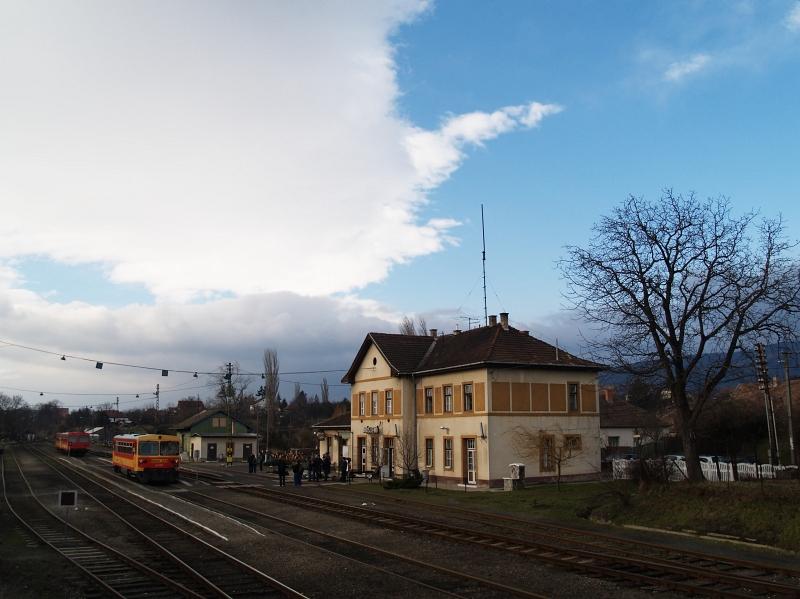 Diósjenõ állomás fotó
