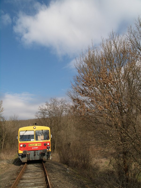 Bzmot 243 Bánk és Rétság között, a Jenõi-patak hídján fotó