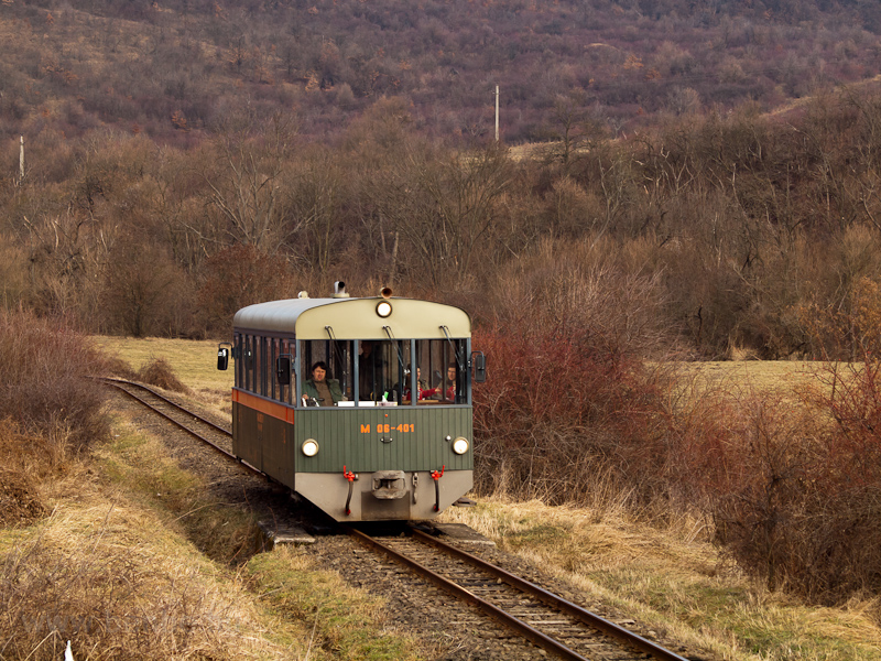 "The Királyréti Erdei Vasút M06-401 ""Toby"" railcar seen between Szokolya-Riezner and Paphegy photo"