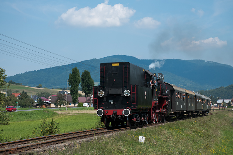 The PKP Ol49-69 seen betwee picture