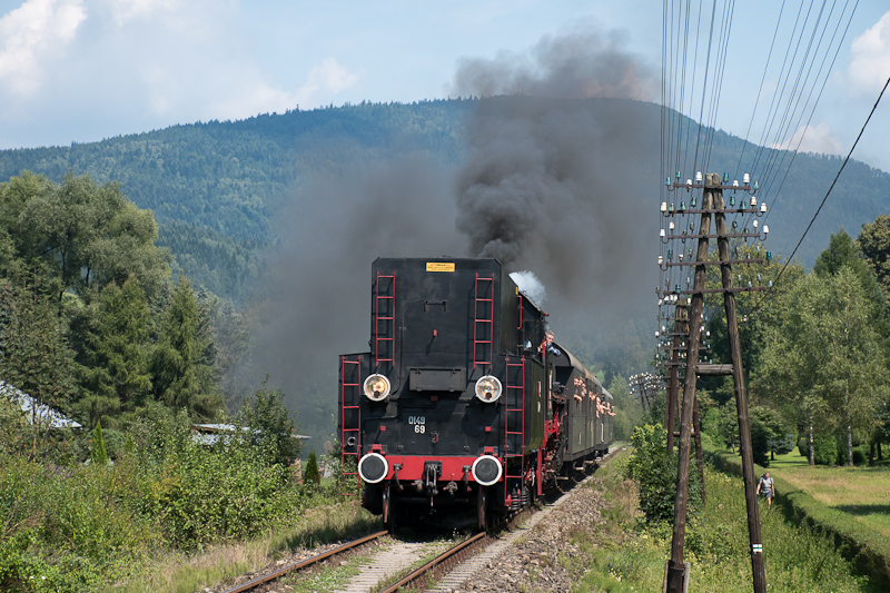 The PKP Ol49 69 seen betwee picture