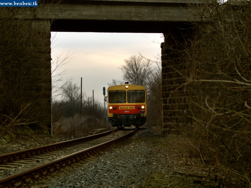 The Bzmot 330 is arriving at Csajág from Lepsény photo