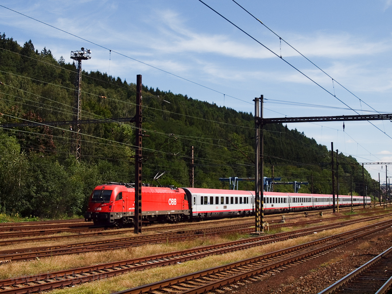 The ÖBB 1216 230 seen at Ús photo