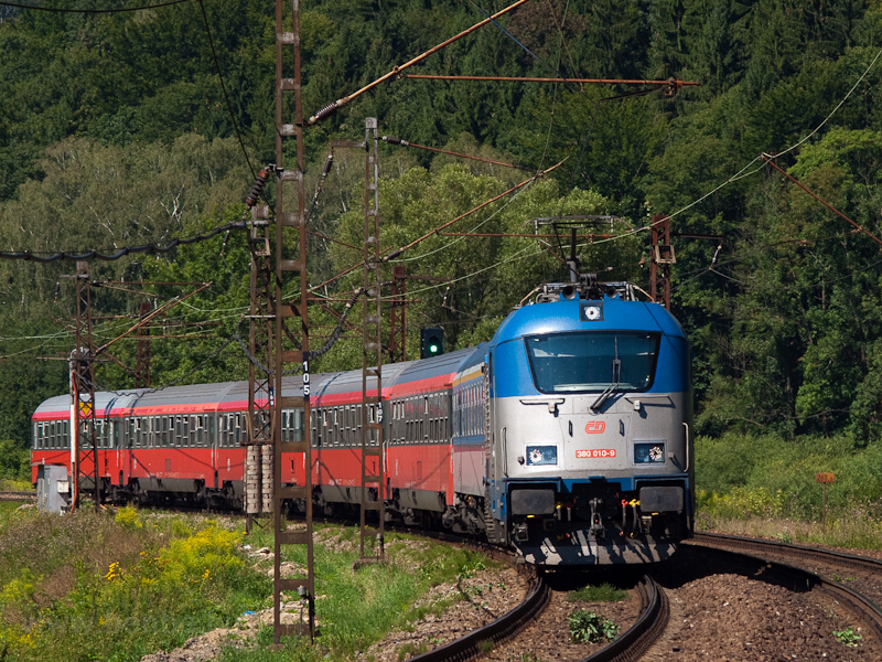 The ČD 380 010-9 seen between Bezprávi and Ústi nad Orlici hauling ex-ÖBB Eurofimawagen cars photo