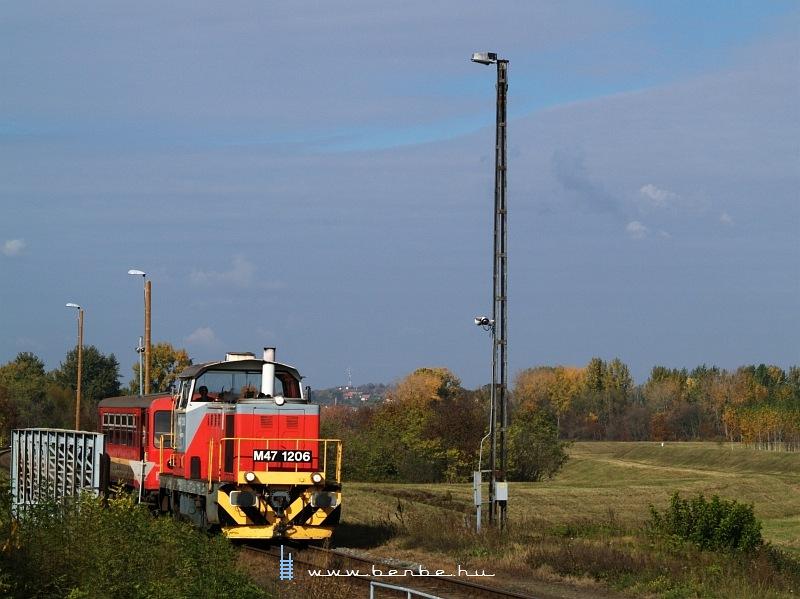 M47 1206 érkezik a személyvonattal Magyarbólyba fotó
