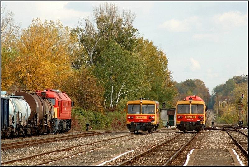 Bzmot 172 és 162, valamint a Dráva IC Csörgõje és egy tehervonat Villányban fotó