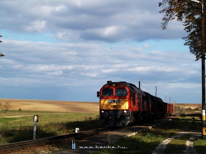 M62 235 a mohácsi tolatóssal Vokányban fotó