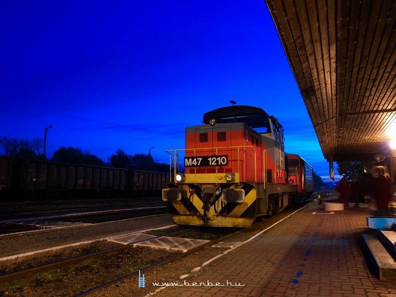 M47 1210 a kék órában Villányban fotó
