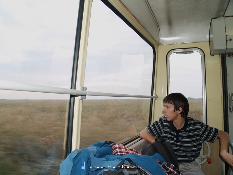 Ádám a tájat nézi fotó
