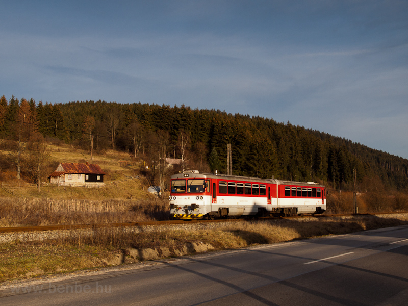 The ŽSSK 813 022-5 seen between Vysoká nad Kysucou and Nižný Kelčov photo