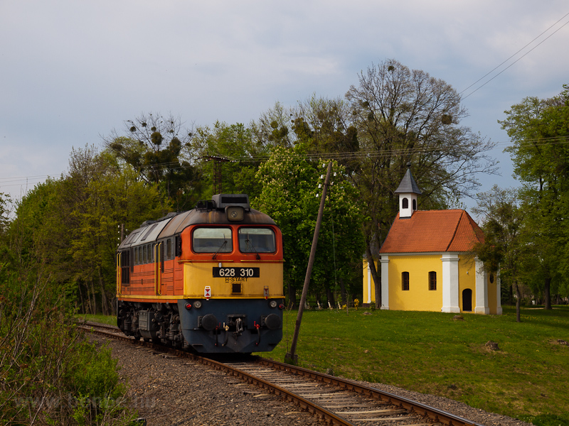 The MÁV-START 628 310 seen between Segesd and Alsósegesd photo