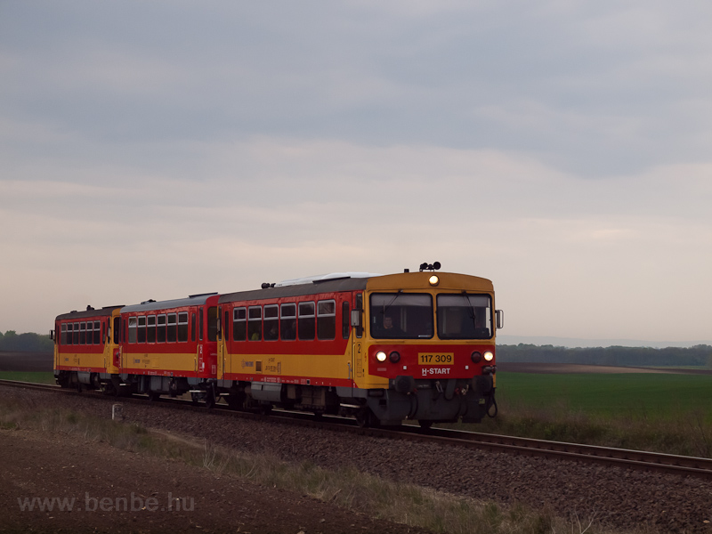 The MÁV-START 117 309 seen  photo