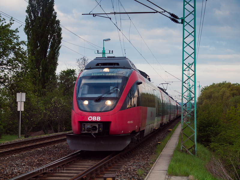 The ÖBB 4124 005-2 seen at  photo