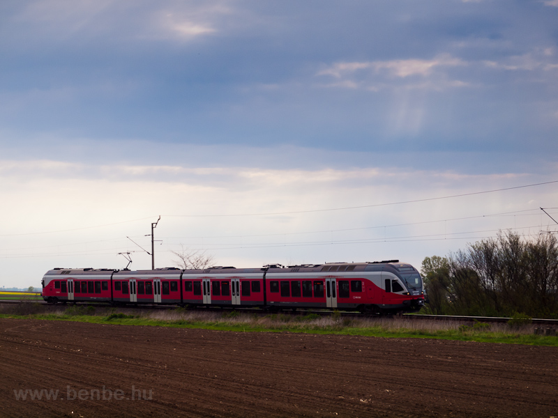A MÁV-START 415 048 Sáregres és Simontornya között fotó