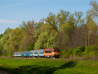 The MÁV-START 418 312 seen between Berzence and Somogyudvarhely