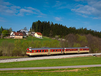 The Slovenske železnice 813 020 seen between Holmec and Prevalje