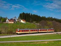 A Slovenske železnice 813 020 pályaszámú FIAT motorvonata Holmec és Prevalje között