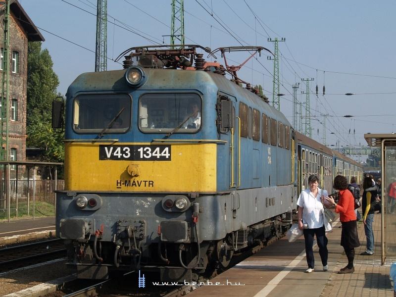 V43 1344 Budapest-Ferencváros személypályaudvaron fotó