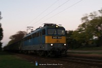 The V43 1344 is speeding up after it stopped at Dunavarsány