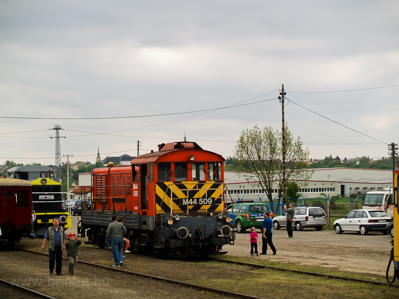 Az M44 509 és M32,2040 Szécsényben fotó
