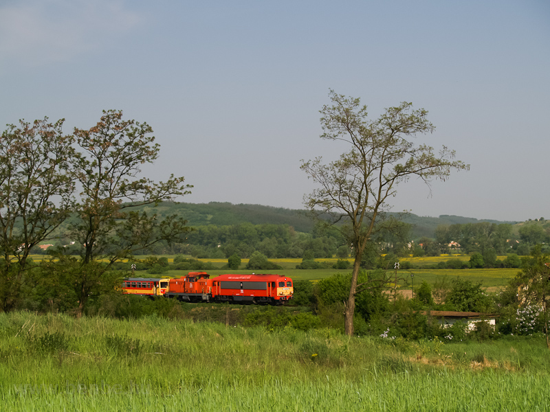 The M41 2110, the M47 2032 and a Bzmot between Őrhalom and Hugyag photo