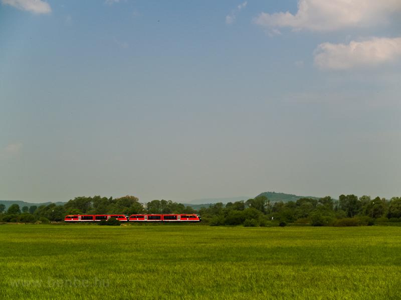 A 6342 011-1 pályaszámú Desiro motorvonat Hugyag és Szécsény között fotó
