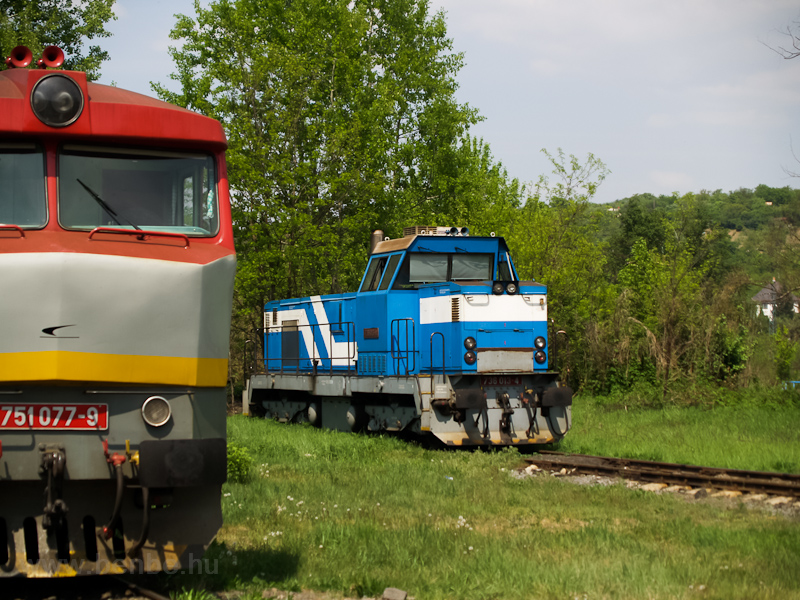 The ŽSSKC 736 013-4 at Fülek (Fil'akovo, Slovakia) photo