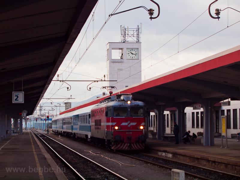 Az ŠZ 342 001 a Zágráb-Bécs EuroCityvel Mariborban fotó