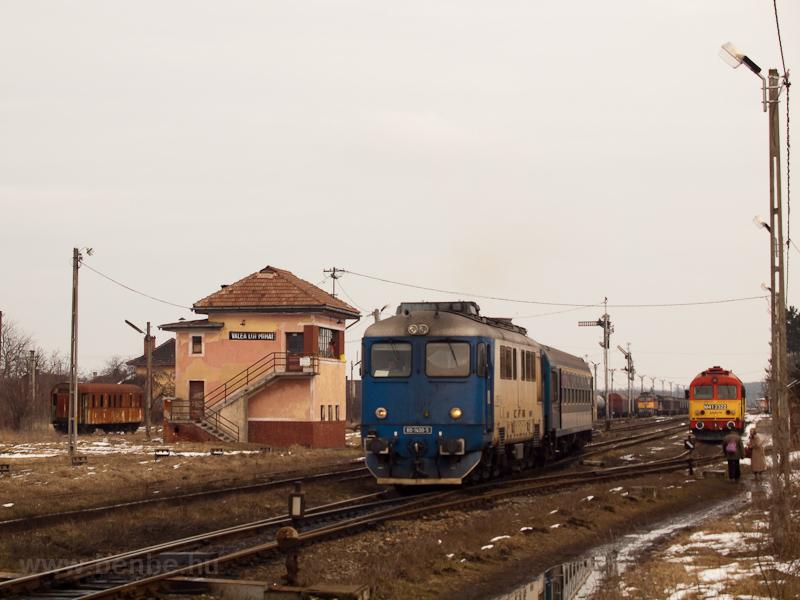 A CFR 60-1400-5 pályaszámú Sulzere és az M41 2322 Érmihályfalva (Valea lui Mihai, Románia) állomáson fotó