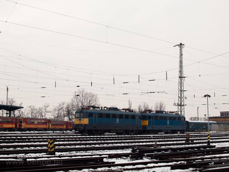 A V43 1128 és a V43 1142 Debrecenben fotó