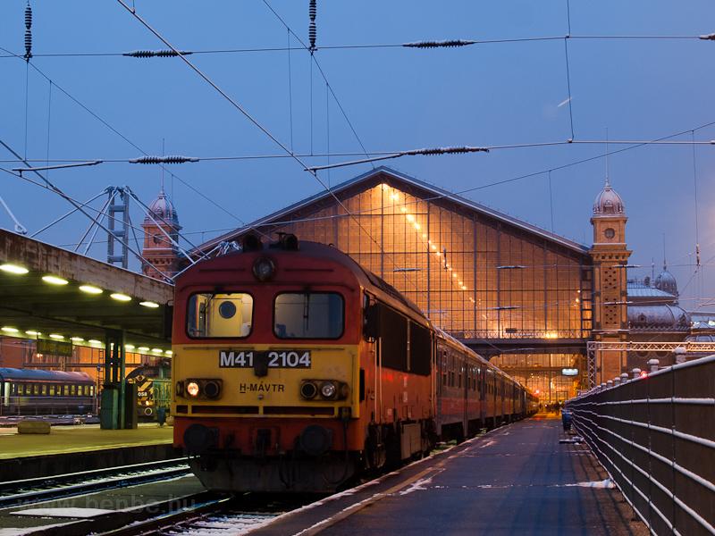 Az M41 2104 Budapest-Nyugatiban fotó
