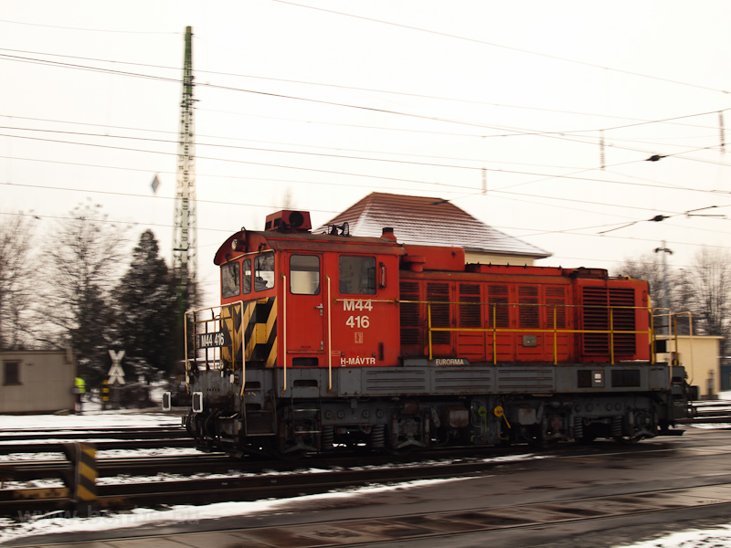 The M44 416 seen shunting at Debrecen photo