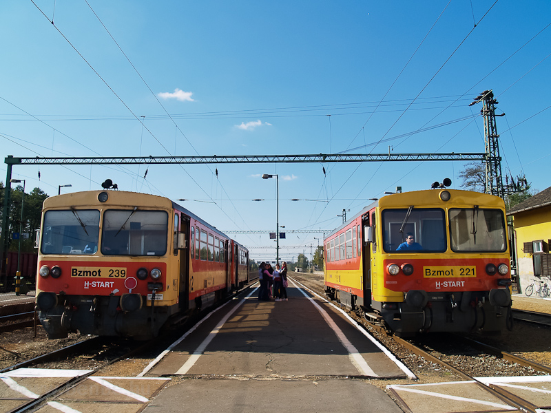 The Bzmot 239 and the Bzmot 221 seen at Somogyszob photo