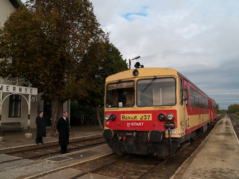The Bzmot 237 is waiting for an other train to pass by at Ádánd stop photo