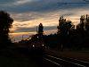 Az M41 2317 érkezik Balatonmáriafürdő alsó megállóhelyre napnyugtakor