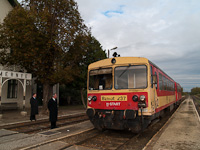 The Bzmot 237 is waiting for an other train to pass by at Ádánd stop