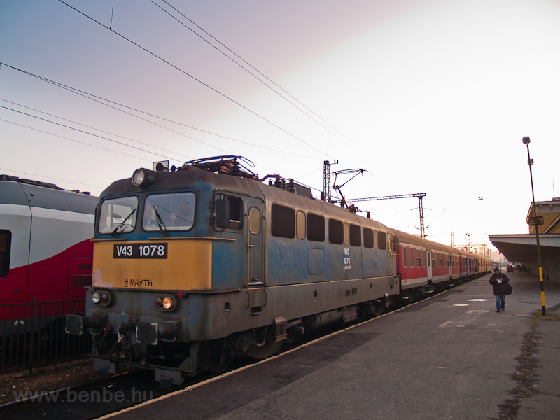 The MÁV-TR V43 1078 seen at photo