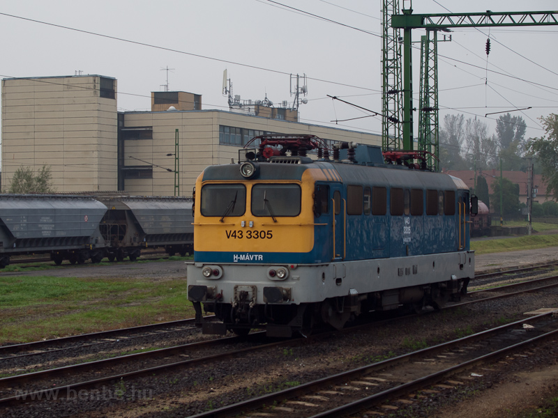 The MÁV-TR V43 3305 seen at photo