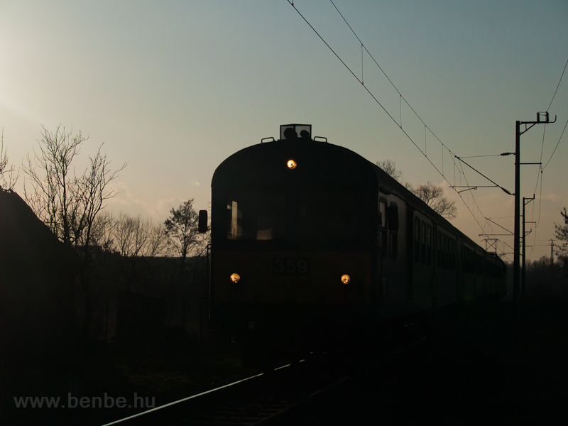 A push-pull train with a V4 photo