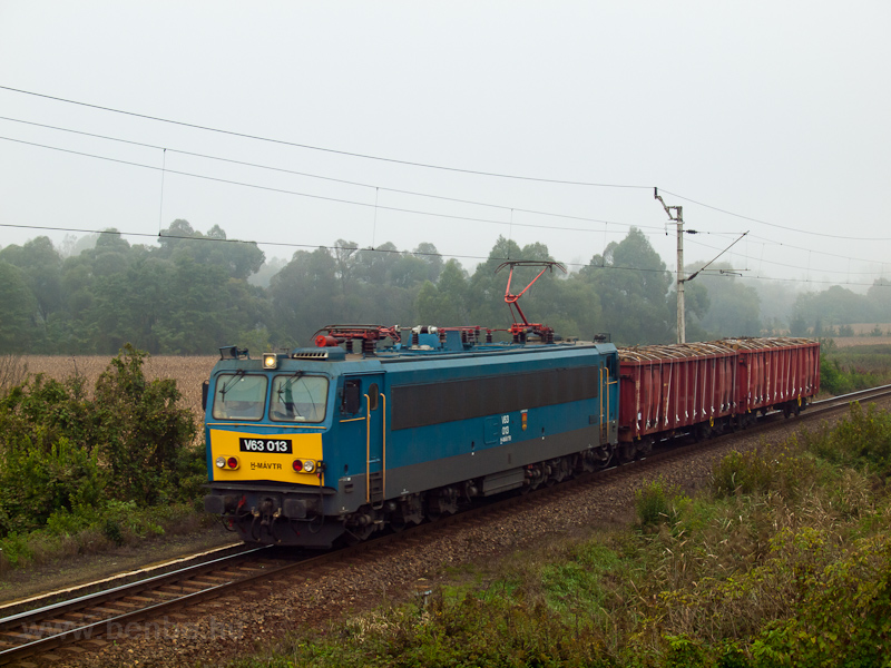 The MÁV-TR V63 013 seen bet picture