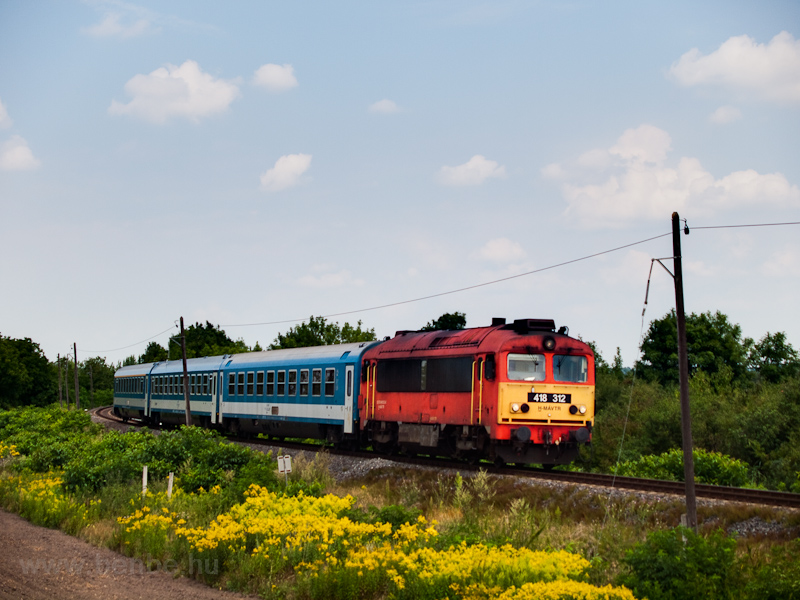 The MÁV-TR 418 312 seen between Ölbő-Alsószeleste and Porpác photo